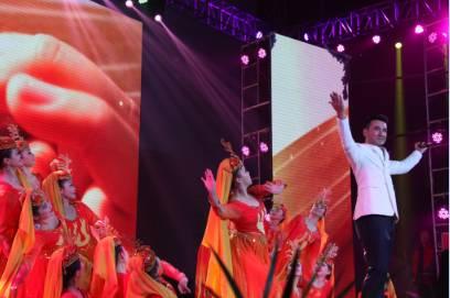 大道优秀选手、维吾尔族歌手阿里木重返家乡,演唱歌曲《青春舞曲