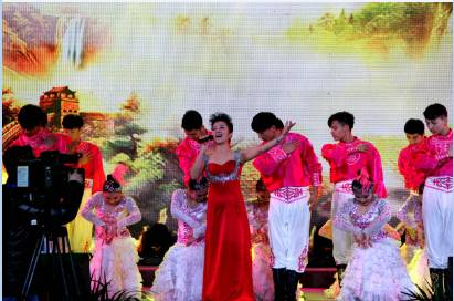 国家一级演员张晓芬演唱歌曲《祖国吉祥》
